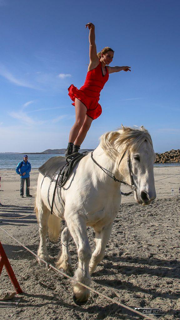 Voltigeuse sur cheval
